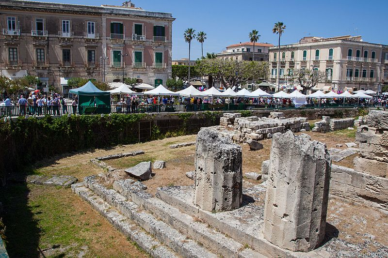 File:Greek Ruins, market in Ortigia, Syracuse.jpg