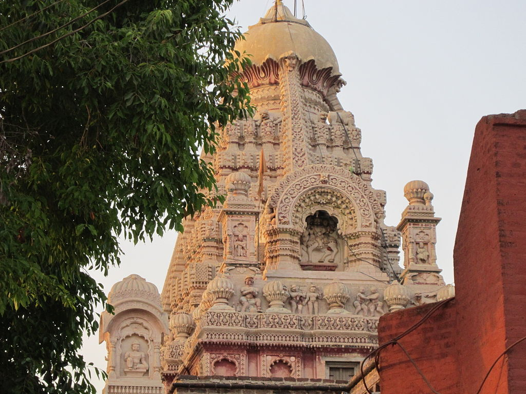 English: Tomb of Grishneshwar temple, Jyotirlinga shrine, at ...