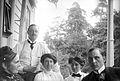 Gruppbild. Augusta Olson, Oscar och Signe, Anna Rydbeck, Waldemar Personne i Anneberg (Stocksund) - Nordiska Museet - NMA.0057031.jpg