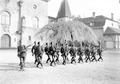 Gruppe von Infanteristen beim Bajonettfechten - CH-BAR - 3238132.tif