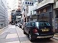 HK 上環新街 Sheung Wan New Street August 2018 SSG sidewalk carpark ML350 Benz.jpg