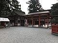 Haiden and Nakamon gate of Kashii Shrine.jpg