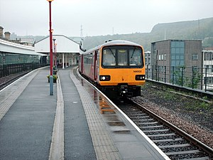 Halifax railway station (West Yorkshire) - Train at Platform 1 at Halifax railway station