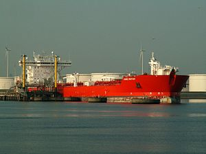 Hanne Knutsen IMO 9190638 at the Calland canal, Port of Rotterdam, Holland 01-Jul-2006.jpg