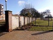 Heiligendammer Strasse Kiel Ziegelmauer.jpg