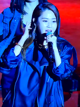 Heo Ga-yoon performing Heart to Heart in May 2015 02.png