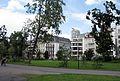 Hofgarten in Düsseldorf, Inselstraße mit Ergo-Turm (früher Victoria-Turm).jpg