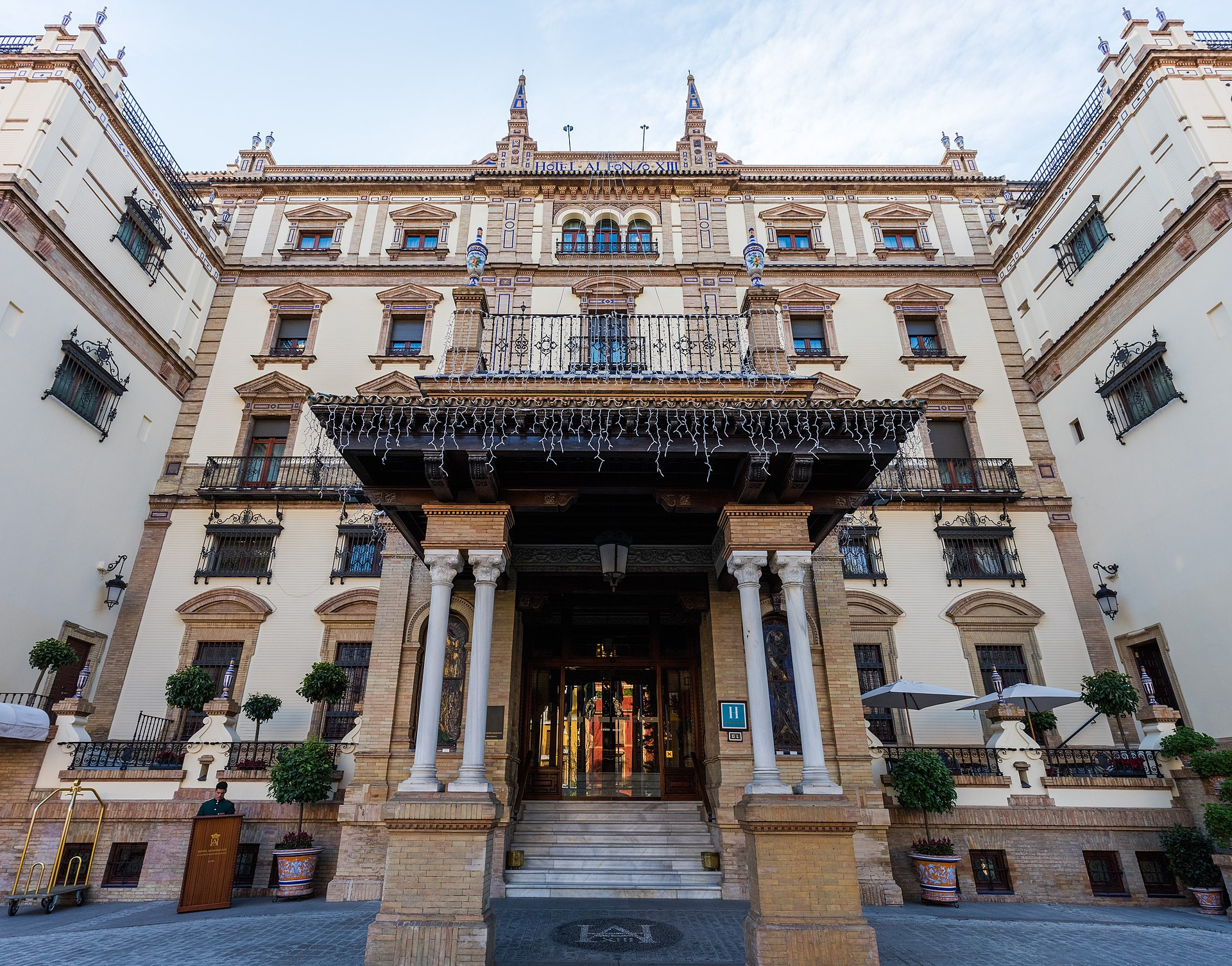 Hotel alfonso xiii wikipedia for Hotel design seville