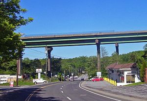 Interstate 84 in New York - Long overpass at Brewster