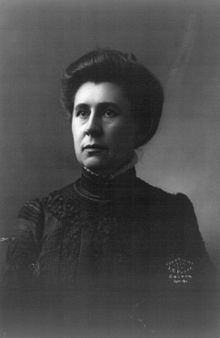 black-and-white picture of a woman