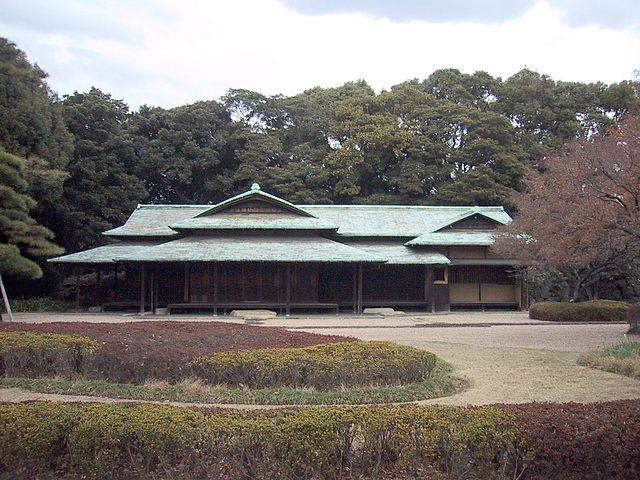 Next Stop Japan 640px-Imperial_Palace_Tokyo_Suwanoochaya_%28teahouse%29
