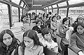 Indonesische meisjes arriveren op Schiphol voor verpleegstersopleiding meisjes , Bestanddeelnr 924-2185.jpg