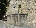 Ingelfingen Glockenbrunnen und Stadtmauerrest.jpg