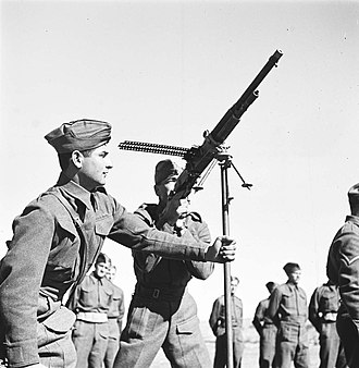 "Hotchkiss M1909 Benét–Mercié machine gun - Image: Jewish Buffs (חיילים עברים בשירות רג'ימנט מזרח קנט, ""באפס"") Z Kluger Photos 00132hd 090717068512410a"