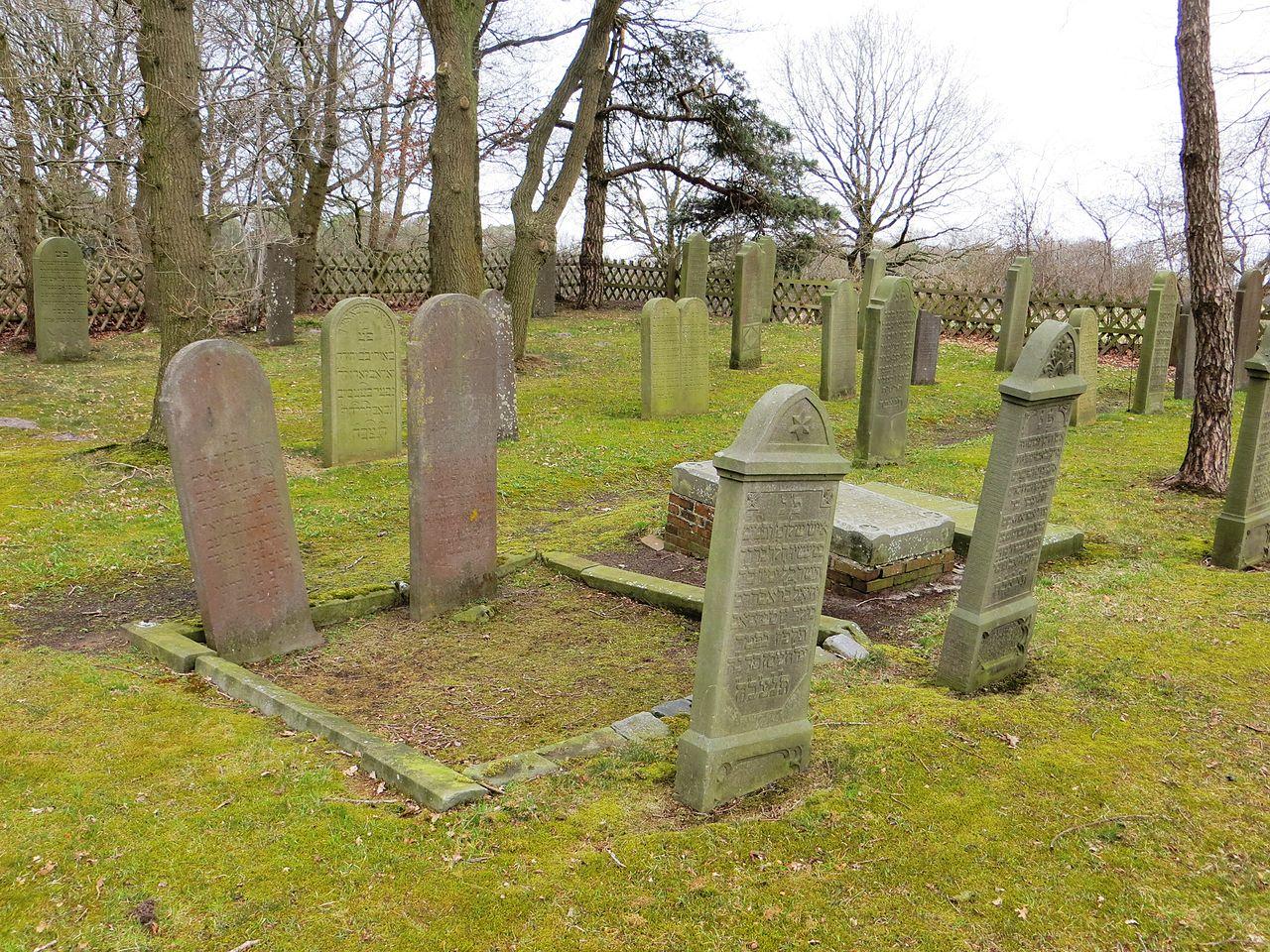 Jewish cemeterie Aschendorf 02.JPG