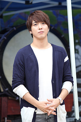 Jung Yong Hwa at Insadong in 2012.jpg