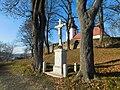 Kříž pod kostelem v Kamenici (Q104975659).jpg