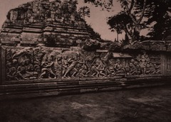 KITLV 155178 - Kassian Céphas - Reliefs on the terrace of the Shiva temple of Prambanan near Yogyakarta - 1889-1890.tif