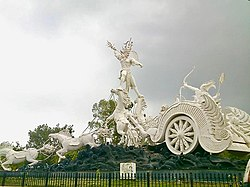 Karna Ghatotkacha fight sculpture, Kota Rajasthan India.jpg