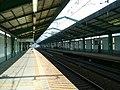 Keikyu-railway-main-line-Shimbamba-station-platform.jpg