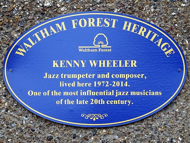 Blue plaque № 43802 - Kenny Wheeler Jazz trumpeter and composer, lived here 1972-2014. One of the most influential jazz musicians of the late 20th Century.