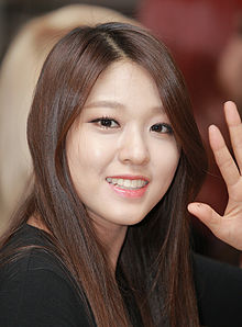 "Kim Seolhyun at a fansigning event for ""Red Motion"" at Gimpo Airport, October 2013 02.jpg"