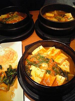 Jjigae - Image: Korean.cuisine Dubu.jjigae 01