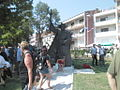 Kraj spomenika kralju Zvonimiru.JPG