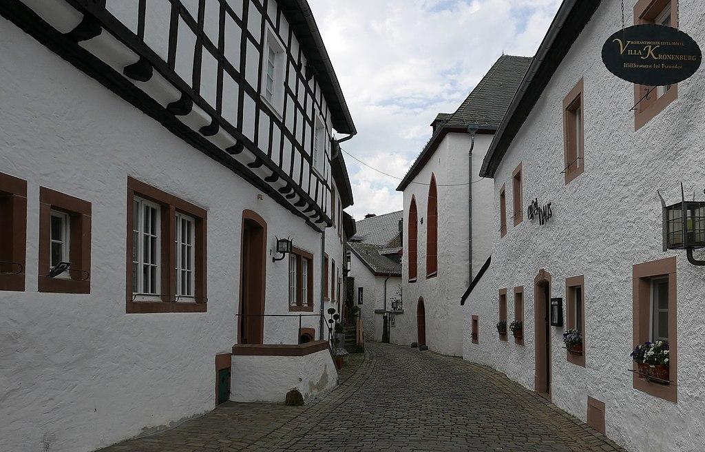 1024px-Kronenburg%2C_Burgbering_12%3B7.jpg
