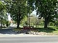 Krzyż przydrożnych na ulicy Głuszyna w Poznaniu - maj 2019.jpg