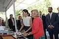 La alcaldesa en funciones acompaña a la Reina en la inauguración de la Feria del Libro 07.jpg