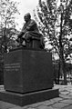 Larin Parasken muistopatsas Hesperian puistossa - N20120 - hkm.HKMS000005-km0000mikb.jpg