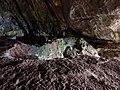 Lazio - San Felice Circeo - Dettaglio del terreno verdognolo nella Grotta delle Capre.jpg