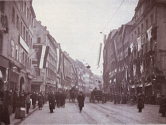 Brühl (Leipzig) - The Brühl in 1905 during the fur fair, the houses decorated with bears and other skins