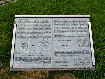 Linz-Waldegg - Infotafel zur äquatorialen Sonnenuhr bei der Sternwarte am Froschberg.jpg