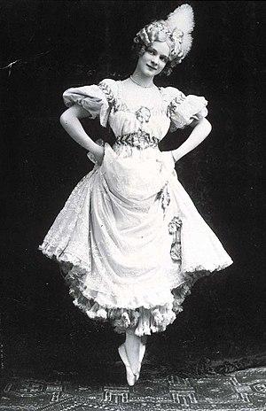 Les P'tites Michu - Adeline Genée in the original London production, 1905