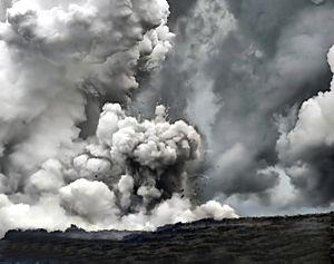 Comment voyez-vous la vie ailleurs?  - Page 2 300px-Littoral_explosion_at_Waikupanaha_2