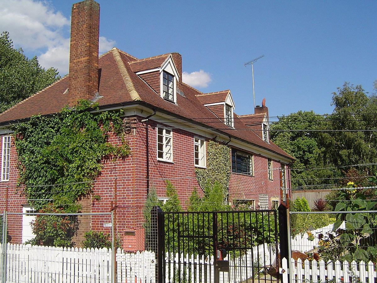 Cottage wikipedia for Casa vittoriana in mattoni