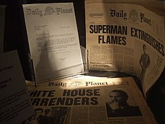 Egzemplarze Daily Planet z filmu Superman II w London Film Museum.