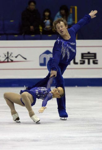 Cantilever (figure skating) - Image: Lubov Iliushechkina & Nodari Maisuradze 2008 2009 JGPF
