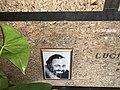 Luciano Pavarotti tomb 3.jpg