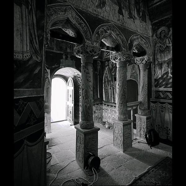 File:Mânăstirea Sinaia (2).jpg