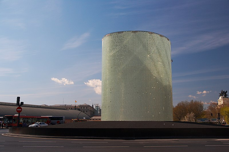 File:Madrid - Puerta de Atocha - Monumento 11-M - 20070324a.jpg