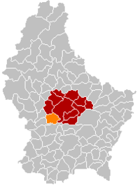 Map of Luxembourg with Tuntange highlighted in orange, the district in dark grey, and the canton in dark red