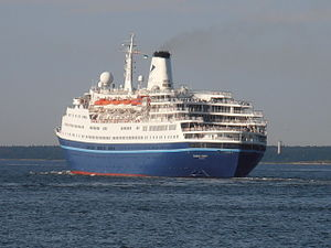 Marco Polo lahkub Tallinna sadamast 2 August 2012.JPG