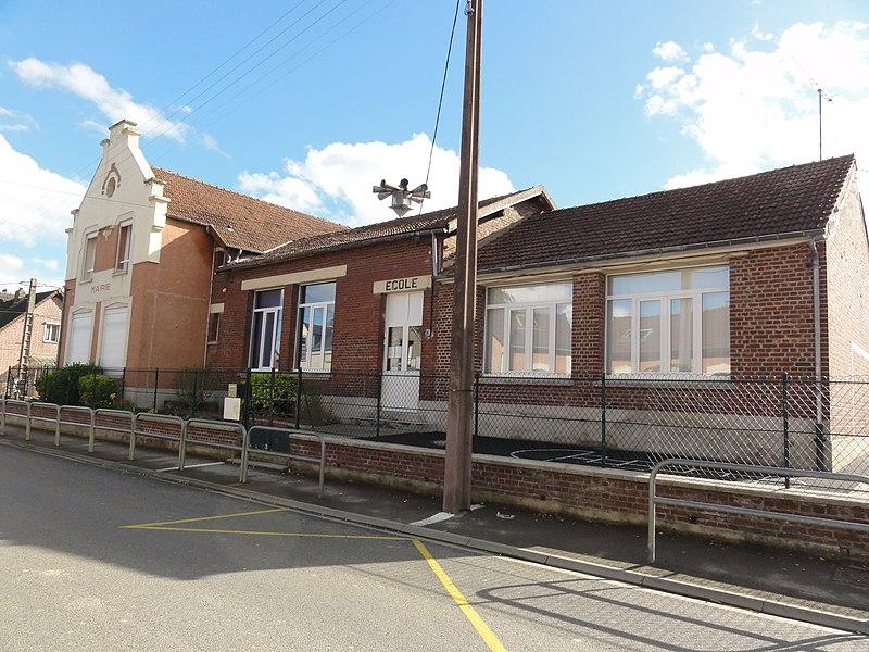Mennessis (Aisne) école et ancienne mairie