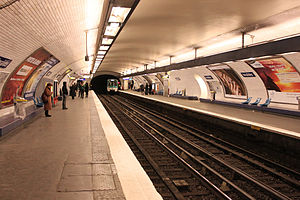 Invalides (Paris Métro and RER) - Image: Metro Paris Ligne 8 Station Invalides (3)
