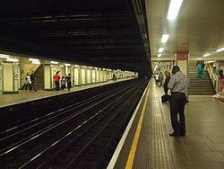 Mile End tube stn westbound District look east 2012.JPG
