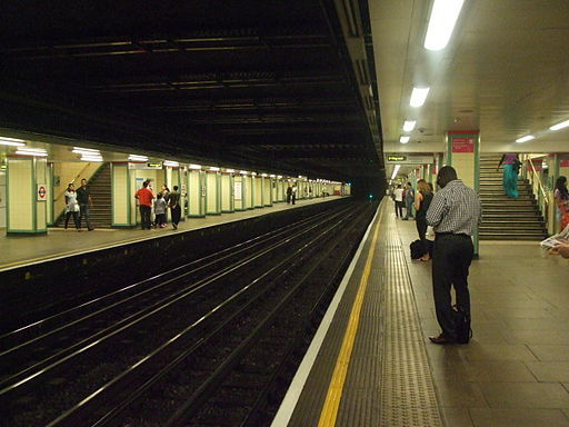 Mile End tube stn westbound District look east 2012