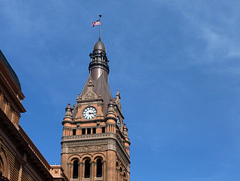 English: The clock tower of Milwaukee City Hall